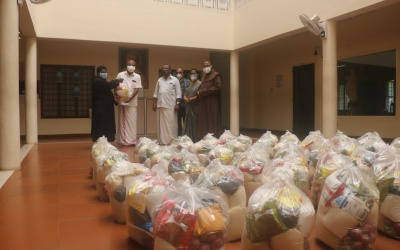 Oximeter, food kits to Kannanalloor south Ward of Trikkovilvattom Panchayat by South Kerala Province (OCD)